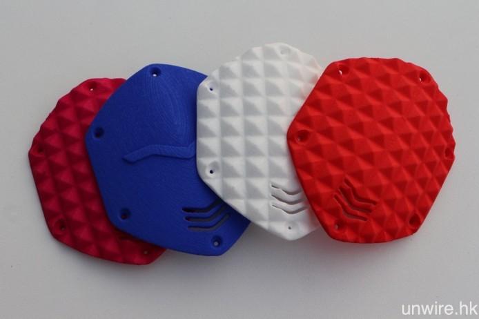 除繼續提供自訂雷射金屬飾片($230 一對)外,CrossFade Wireless 亦可製作圖中的 3D 打印立體飾片($390 一對起)。