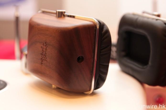 採用可換式接線設計,插頭為 3.5mm 規格。