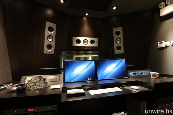混音室則設有兩聲道及 5.2 聲道喇叭,前者用上 Adam 主動式鑑聽喇叭,後者則為 KEF Ci 系列入牆式喇叭。