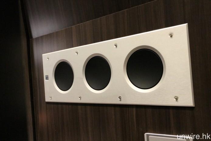 一對超低音亦是入牆式的 Ci3160RLb-THX。