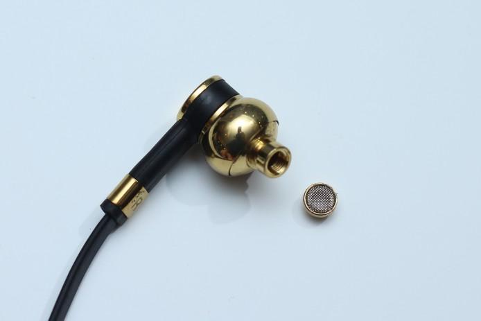 機身用上黃銅製成,並採用可拆式濾管設計,方便清潔。