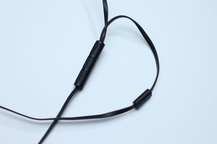 其三鍵式線控及免提咪高峰分開置放,有效加強通話清晰度。