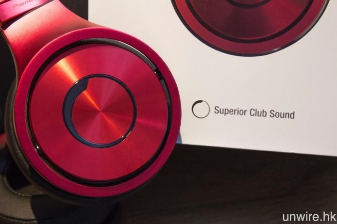 機身刻有 Pioneer 專為 Superior Club Sound 耳筒而設計的標記。