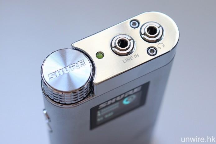 機頂設有 3.5mm mini jack Line In、耳機輸出,以及音量調校旋鈕連設定鍵,此機的輸出功率為最大 95mW x 2 @ 42ohms。