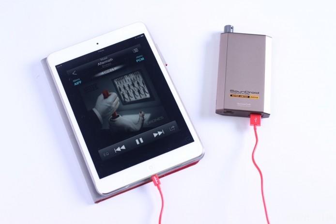 以 VentureCraft Vantam 627SM Limited 便攜耳擴作示範,若以 Lightning/USB 直接連接 iPad,即使使用《Onkyo HF Player》播放 96kHz 取樣的 Hi-Res 歌曲,仍會降頻至 48kHz 作解碼。