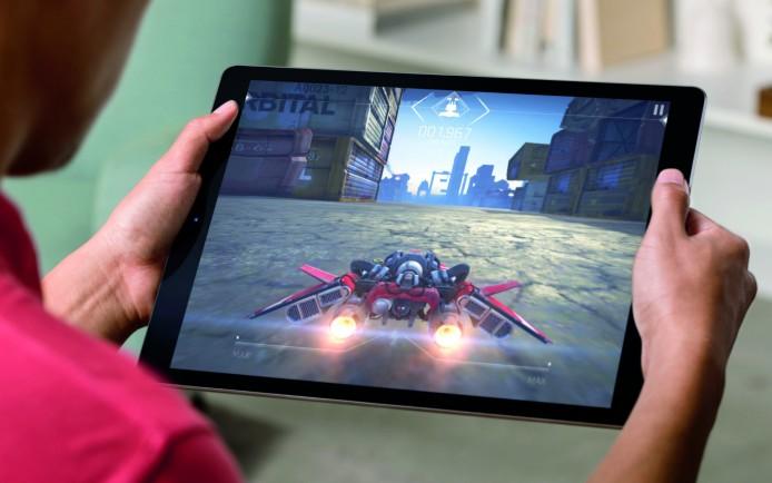 iPadPro_Lifestyle-Gaming-PRINT