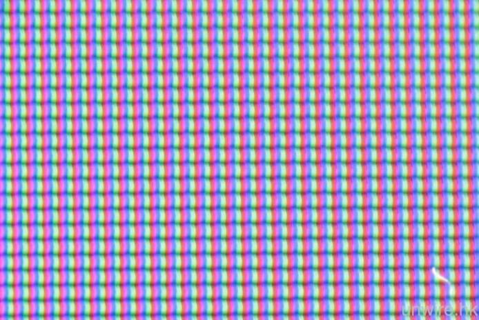 放大左既面板可以見到紅、綠、藍3隻色,換言之,係RGB面板。