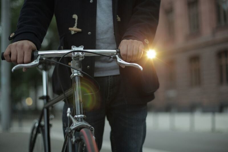 低調實用 STiKK 單車頭燈