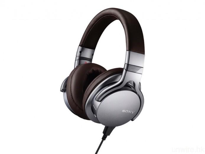 現時市場上直接以 Lightning 連接的耳機不算太多,最具代表性的就有 Philips Fidelio M2L 及 Sony MDR-1ADAC。