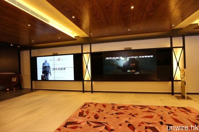 一到埗就會見到兩幅播放電影預告片的電視牆。