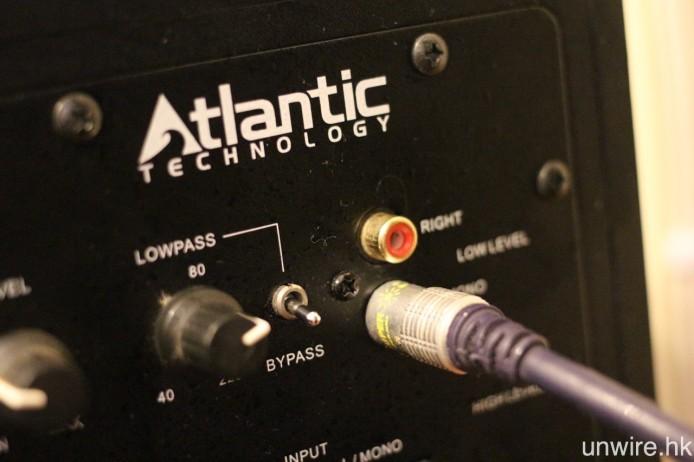 而超低音喇叭則會設有 RCA 輸入端子,連接時選擇標示著 Mono 的那一組就可以。之後再將你的訊源裝置(例如 Blu-ray 播放機、遊戲機、多媒體播放器)接駁至擴音機,基本的家庭影院接駁就已大功告成。