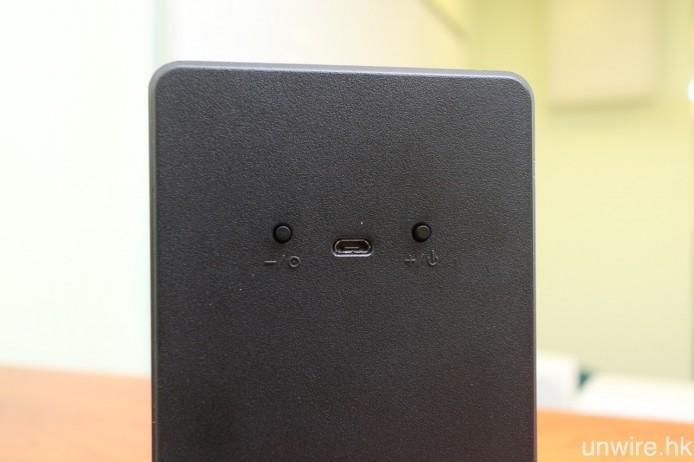 由於 DECT 無線傳輸耗電量低,因此 ONEsurround 系列的各款型號,主聲道喇叭都以內置鋰充電池供電,無需連接訊號線及電源線,並以 MicroUSB 充電。