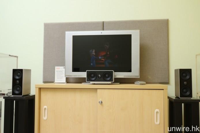 今日測試時,採用了高階型號 ONEsurround.medi 的喇叭事出前置及中置聲道,該喇叭設有雙 79mm 低音單元及 20mm 鈦金屬高音單元,音箱與其他型號一樣為鋁合金一體成型。