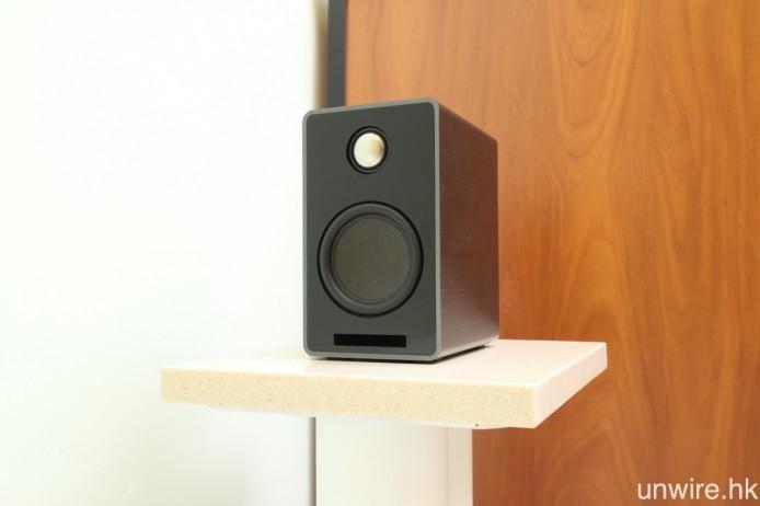 後置則用上 ONEsurround.mini 的喇叭,單元配置為 68mm 低音及 20mm 鈦金屬高音單元