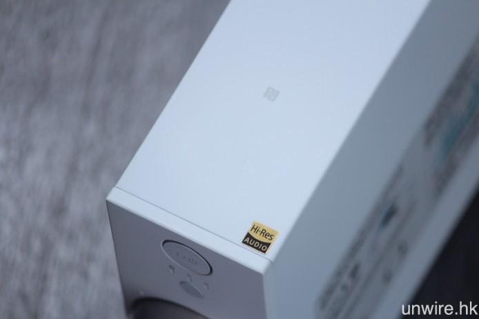 主機機頂設有 NFC 近場藍牙配接標籤,並且取獲 Hi-Res Audio 認證。