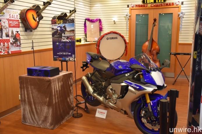 由即日至 1 月 4 日,通利琴行總店更會同時展示藍色版本的 MCR-B043D 及 YZF-R1,愛好該款電單車的車迷不妨趁今個聖誕假期前往參觀一下。