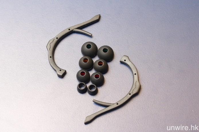 以及 8 對不同尺寸的 Bliss 3.0 矽膠耳塞,1 對 ActiveFlex 可拆式耳掛則方便用戶在運動時使用。