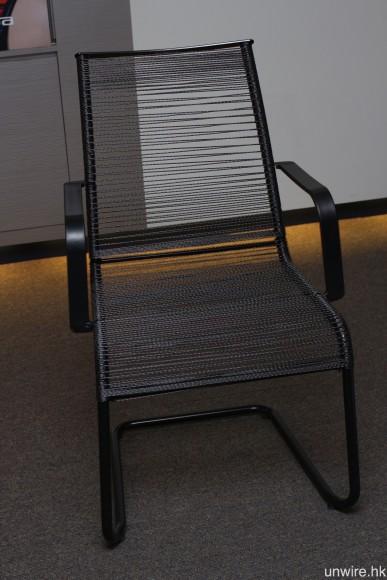 線材有多堅韌?足以用來製成可以承受一個成年人重量的座椅。
