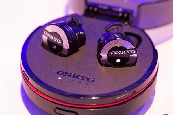 又黎真。無線!Onkyo 公開 W800BT 無線藍牙耳機