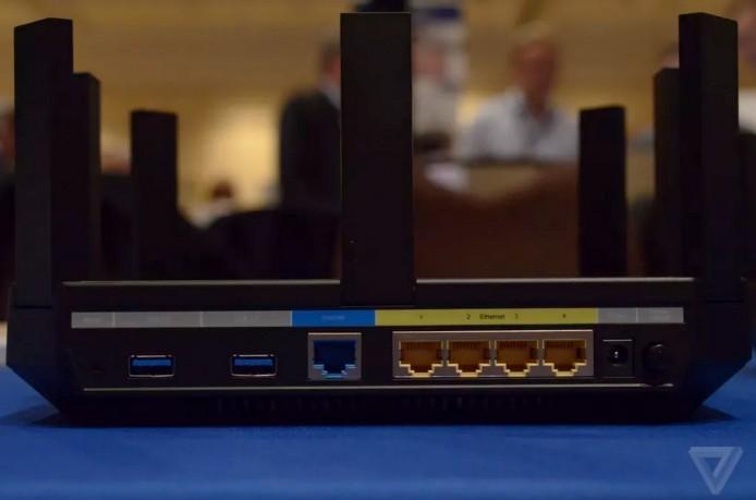 設有 2 個 USB 3.0 端子及 4 個 Gigabit LAN 插槽。