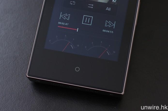 屏幕底部設有輕觸式多功能按鍵,而電平儀則有兩款可供選擇。