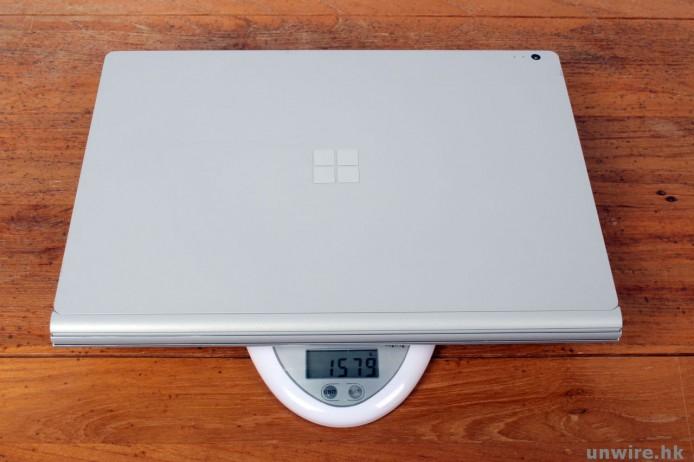 Surface Book平板連鍵盤座,成部機重量成 1.579kg......