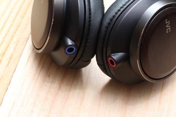 左右耳機採用獨立輸入連接插頭,內部更為獨立接地設計。