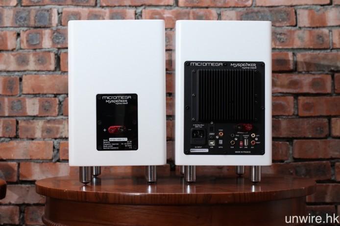 一對喇叭一邊內置擴音及解碼線路的主動式設計,另一邊則是與 MySPEAKER 相同的被動式設計。
