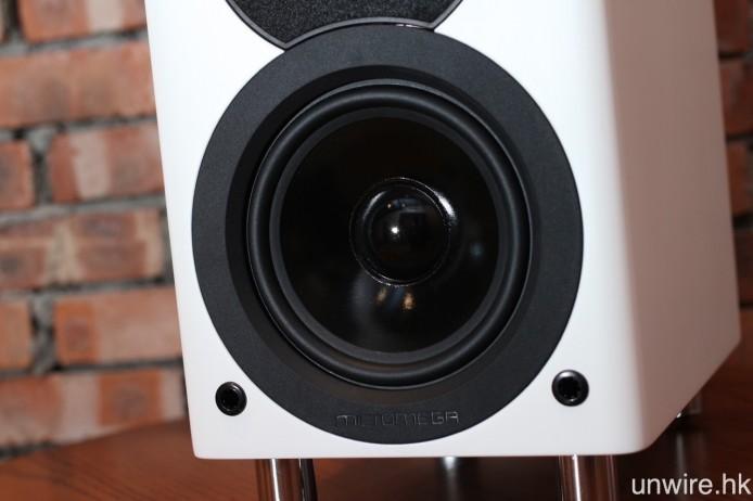 中低音單元則是 5.25 吋中低音。