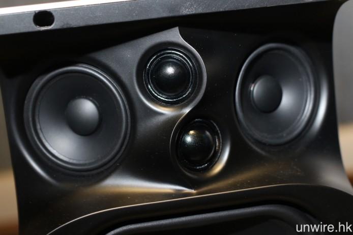 高音及中音單元的朝向經過廠方精心計算,確保聲音能夠更平均地向外擴散。