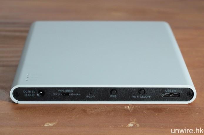 光碟機背後設有 WPS 啟動及 Wi-Fi 開關按鍵、WPS 優先次序撥鍵(「ルーター」即是路由器,「スマホ」則是智能手機)及 USB 接駁端子(規格為 2.0)。