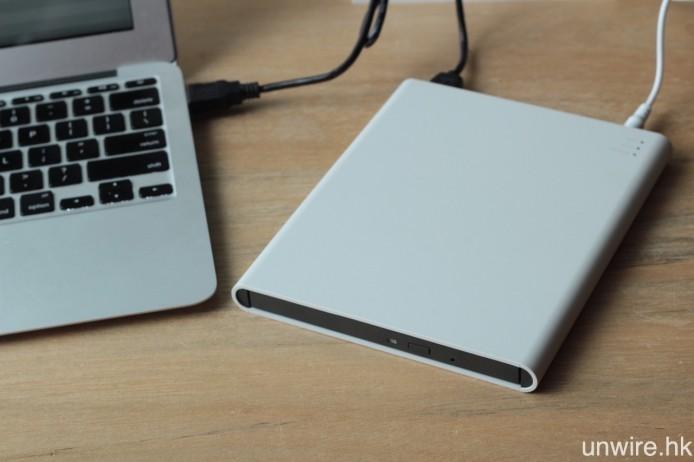 配合 USB Type A/USB 3.0 Micro B 線材,T Air 就可連接電腦當作外置光碟機使用。