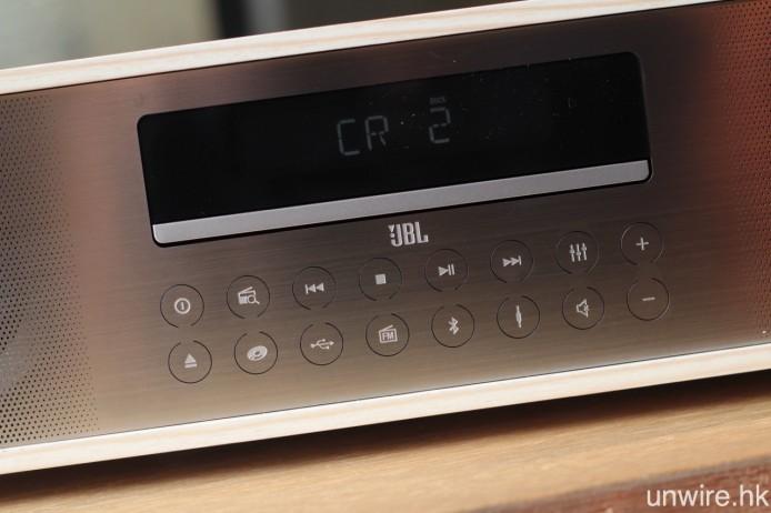機面配備各式各樣訊源轉換及實體操作鍵,令艾域聯想起不少舊時的 Mini Hi-Fi 系統。