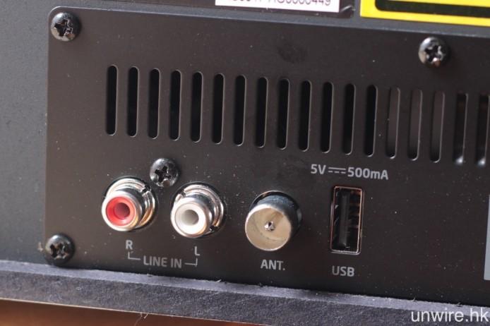 輸入端子包括 RCA Audio、FM 天線及 USB Type A。