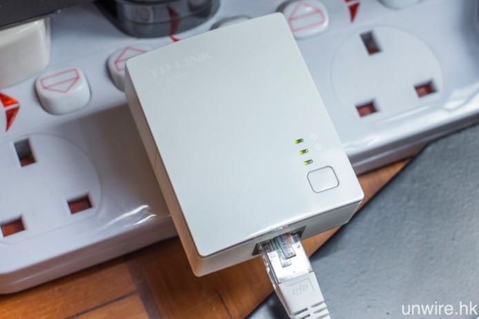 不想在欣賞 4K 影片時「窒下窒下」,買一對 HomePlug,將 Router 與電視機之間透過電源線作寬頻網絡傳輸,就能加強串流播放穩定度。