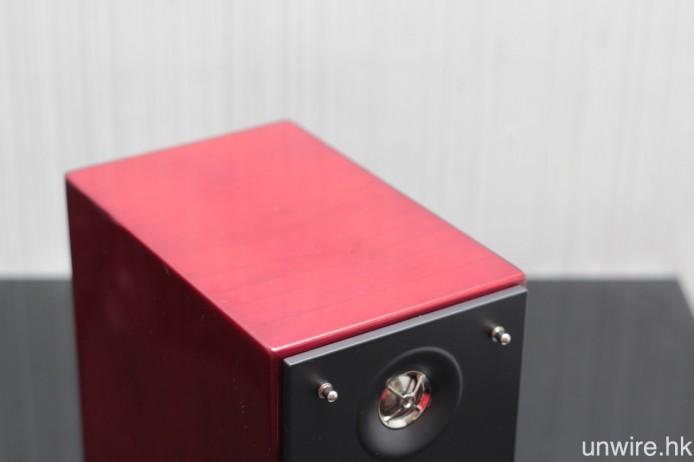 箱體用上不少音響友十分喜歡的櫻桃木色。
