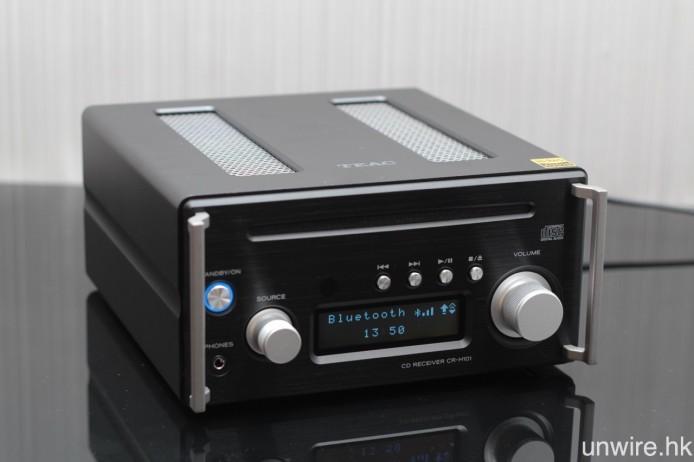 擴音機連播放器 CR-H101,外殼以實心鋁金屬製成,質感十分紮實。