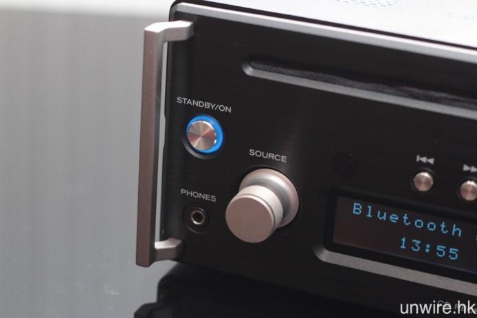 機面配備 3.5mm mini jack 耳機輸出端子。