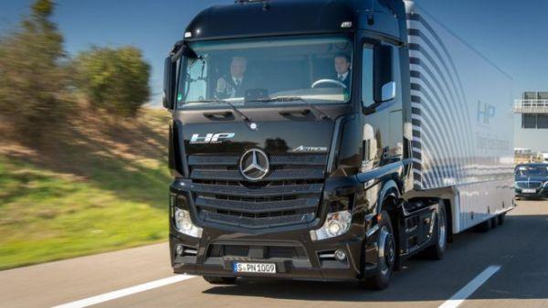 Mercedes-Benz 旗下的無人貨車去年 10 月已於德國進行路面測試