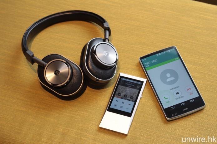 藍牙耳機方面,Master & Dynamic 上年年底推出的藍牙耳機 MW60,就配備免提通話功能及多點配對模式,同時連接智能手機及其他藍牙訊源,使用任何一個裝置聽歌期間有人來電,亦會自動強制連接至有來電的手機,並可作免提通話。
