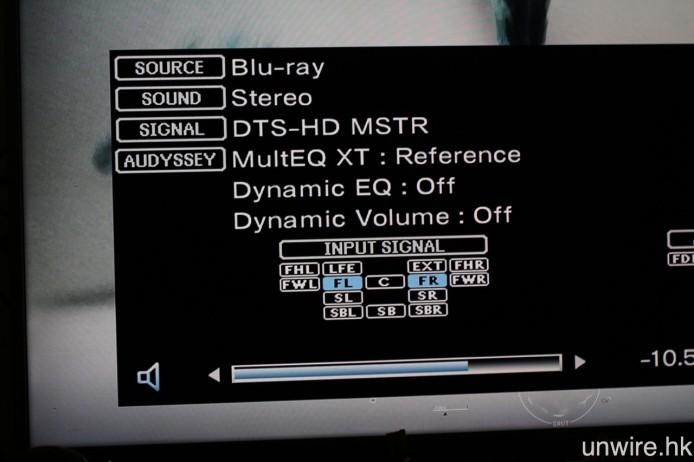擴音機在接收《2016 DTS Demo Disc》的 DTS Headphone:X 聲軌時,會顯示為 DTS-HD Master Audio 2.0 訊號,而《血色莊園》的則是 DTS 2.0。