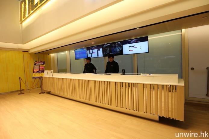 由正門握手電梯進入之後,迎面就會是票房位置,右邊是 1 號院,而左邊則是 2 號院及 3 號院。