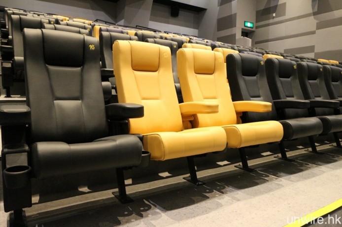 2 院及 3 院的座椅則是以黃色加紫色設計。