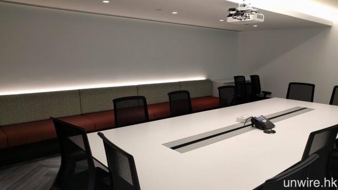 兩層的會議室分別以茶、咖啡或行山徑命名,每間的設計風格及顏色都略有不同。