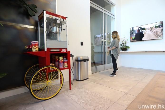 在接待處旁邊,則擺放著一部爆谷機,Netflix 代表表示該爆谷機真的每日都會炮製爆谷。