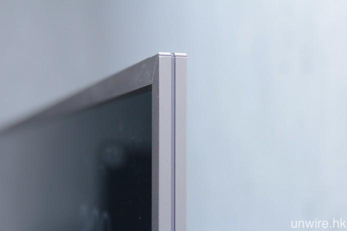 X8500D 的機身最薄位置僅厚 11.2mm,而 X9300D 及 X9400D 亦只是 11.7mm 及 21.8mm。