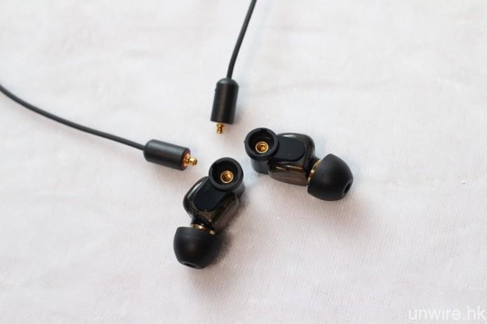 MUC-M2BT 這款新推出的耳機線,則能將所有 MMCX 插頭的可換式耳機變成藍牙無線耳機,較第一代追加 LDAC Hi-Res Audio 藍牙解碼,使用時間亦由 4.5 小時增加至 7 小時。