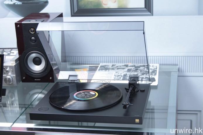 PS-HX500 黑膠唱盤,可透過 USB 連接電腦,將黑膠碟轉錄成 Hi-Res Audio 數碼音樂檔。