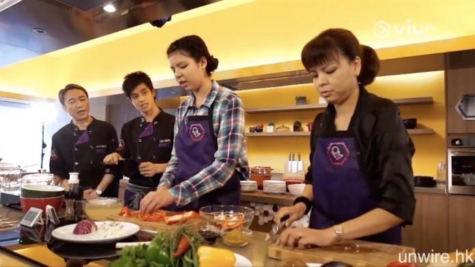 另一首輪「實況娛樂」則是《煮吧!換左我阿媽》,顧名思義就是父母與非親生子女交換配搭的煮食比賽真人 Show 節目。