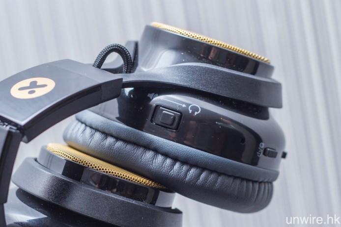 右邊耳機設有耳機/喇叭切換撥鍵,只需一撥,EVOLVE 就可由藍牙耳機變身成藍牙喇叭。